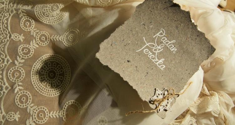 svatební krajka a pozvánka